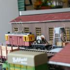 Fahrzeuge im Rohbau